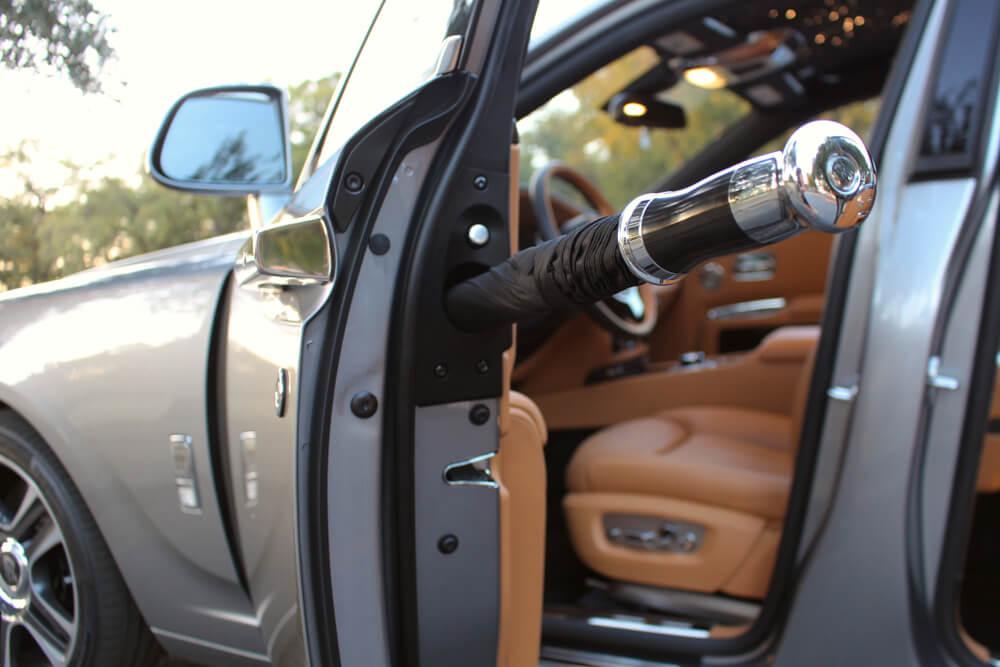 Rolls Royce Ghost deštník ve dveřích