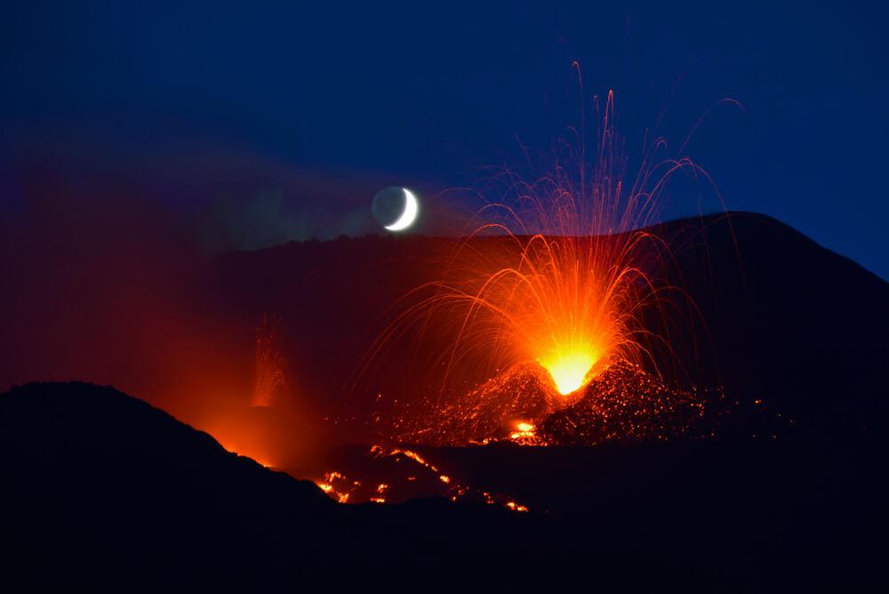 Noční vulkán