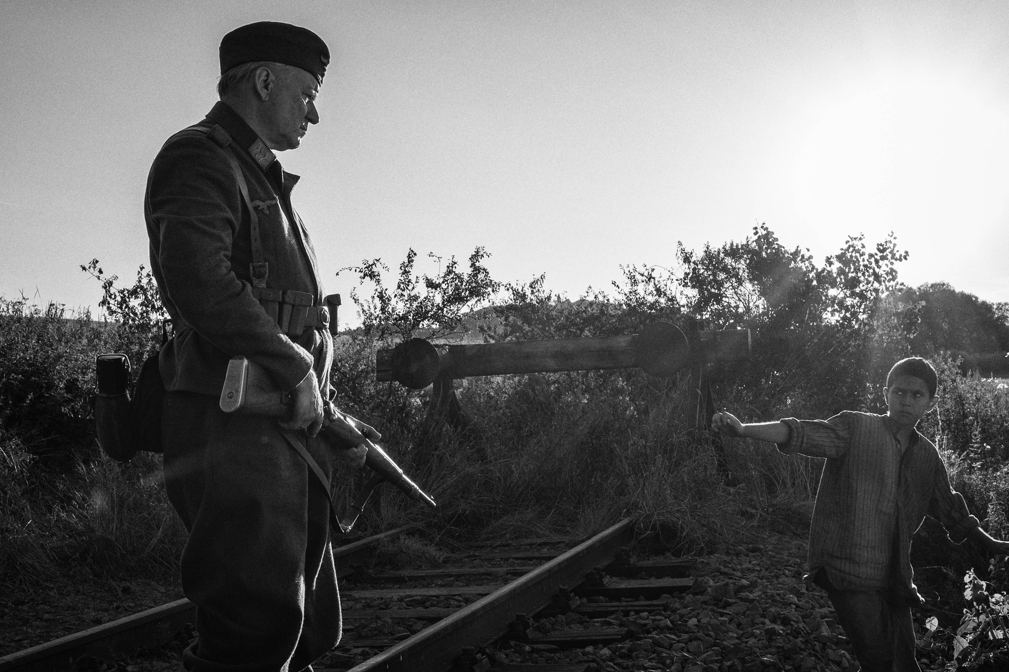 Největší český film za poslední dekádu nebo násilná slátanina? Jak si stojí Nabarvené ptáče?