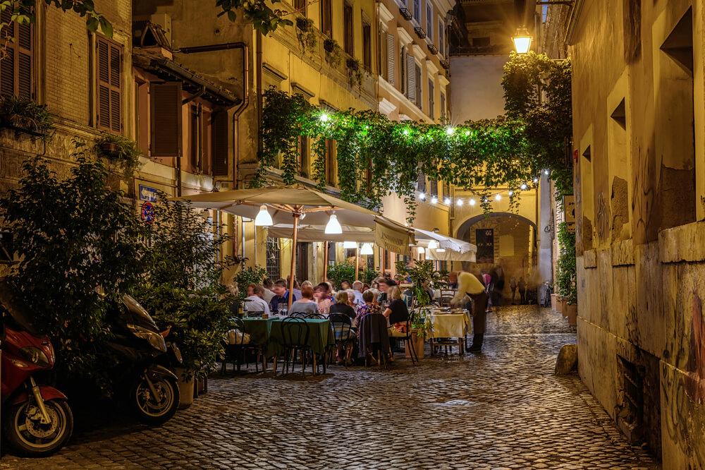 Romantická večeře v Římě