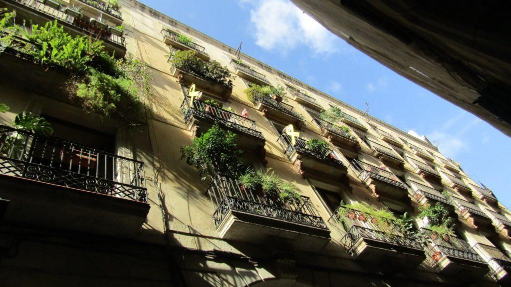 Rozkvetlé balkóny Barcelony