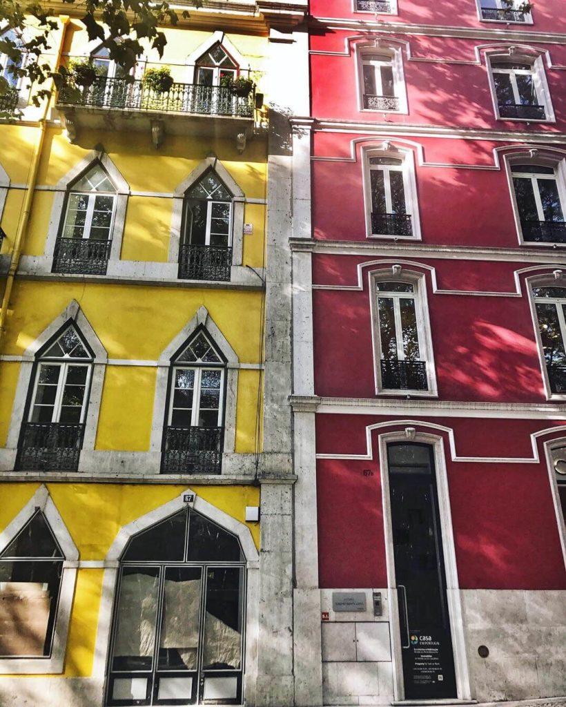 Barevné domečky v Lisabonu