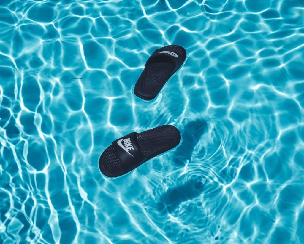 Boty k bazénu