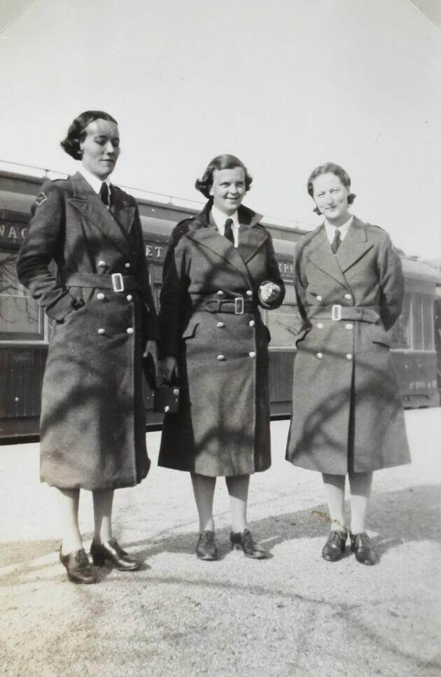 Kabát Burberry se nosil už za dob našich babiček