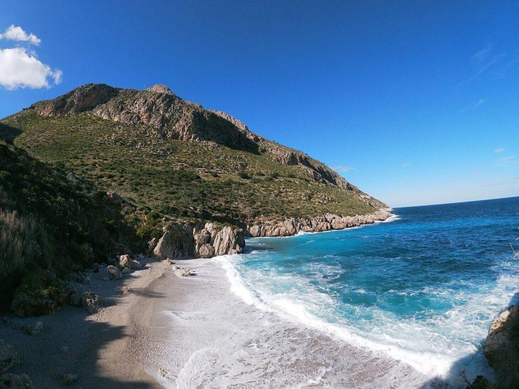 Rezervace se táhne podél pobřeží a má na délku přibližně 5 kilometrů