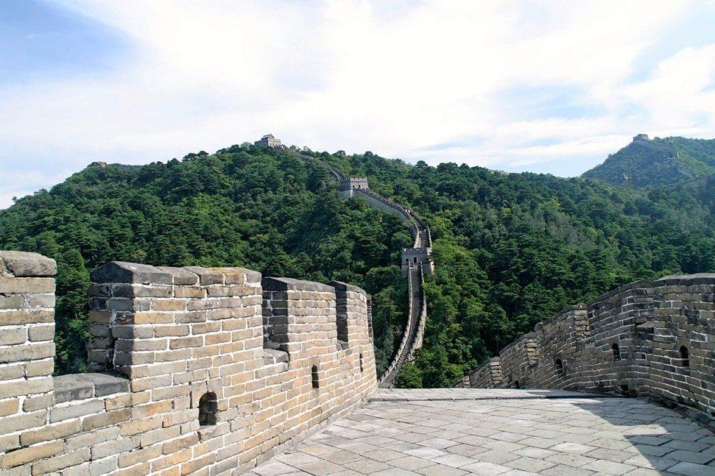 Velká čínská zeď patří mezi nejznámější památky na celém světě.