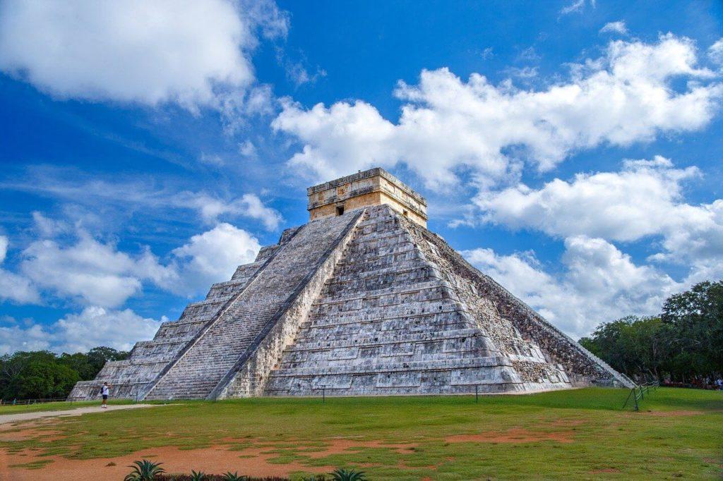 Chichén Itzá je zřícenina starověkého mayského města