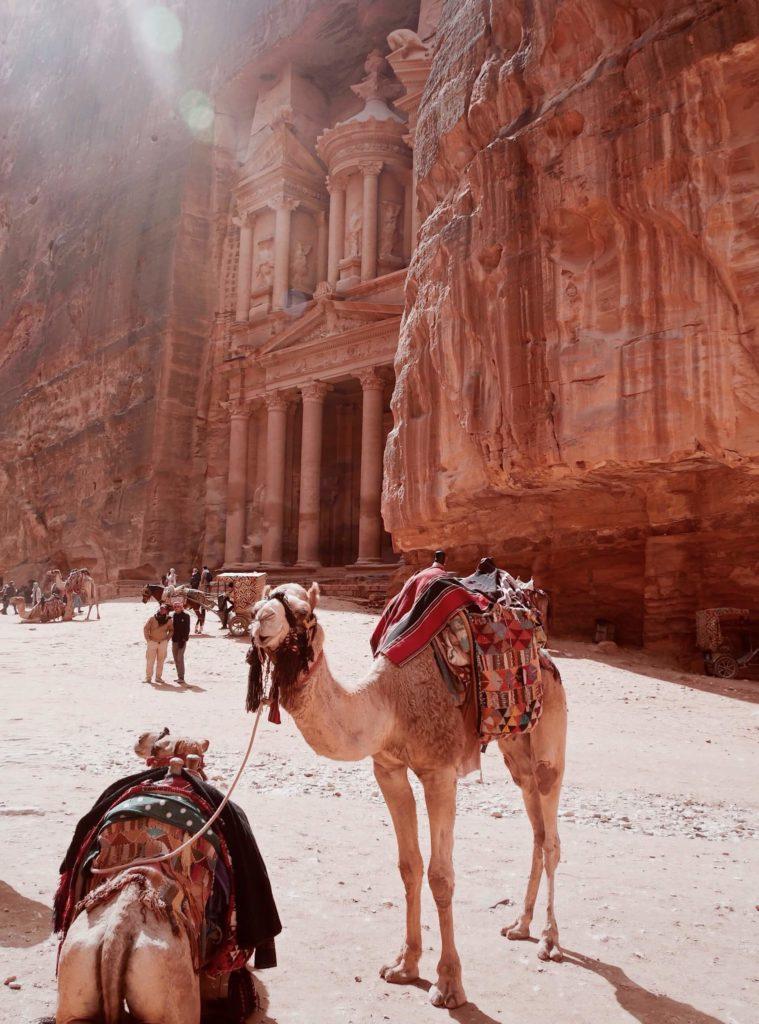 Petra je skalní město v Jordánsku