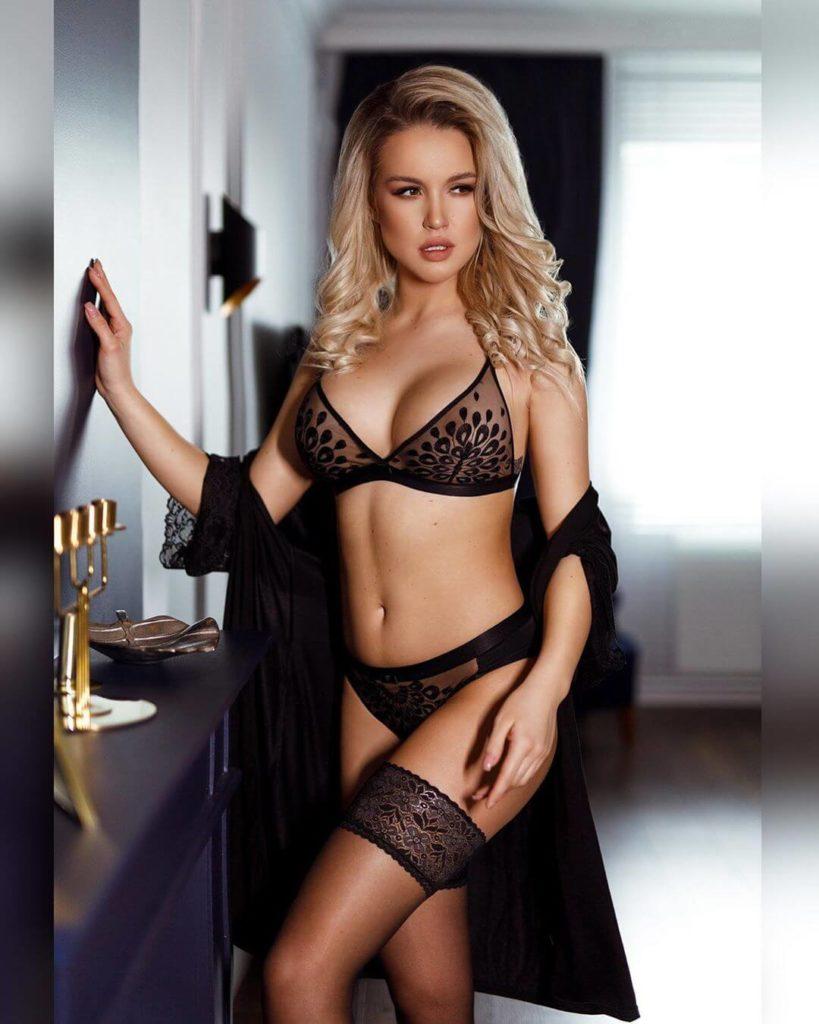 Krásná Magda Swiderska ve spodním prádle