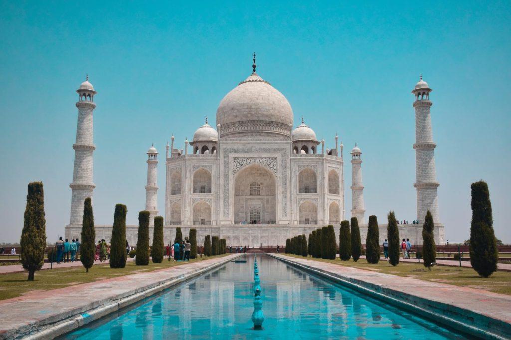 Tádž Mahal je památeční pomník v Indii