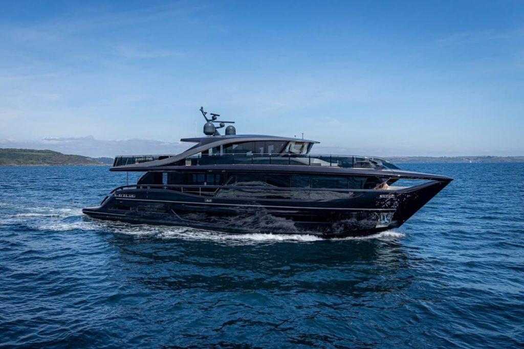 Jachta Princess X95 exterier 6