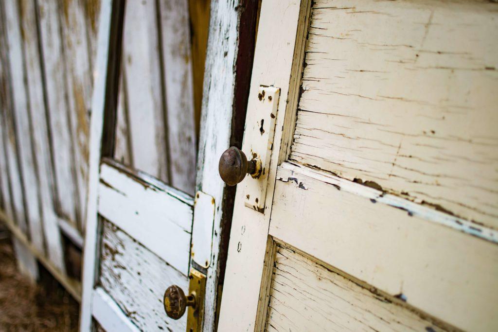 vintage styl dveře a dřevo